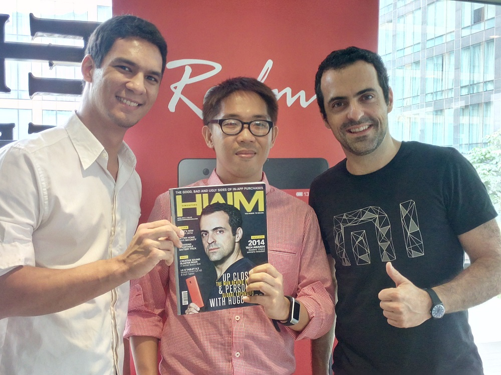 """The folks at HardwareZone Philippines together with Hugo Barra in this """"rare"""" photo opportunity. Barra is on the cover of HWM Singapore's April issue."""