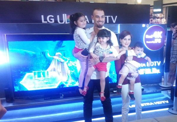 Celebrity family Team Kramer, headed by PBA player Doug Kramer with actress and model Chescka Garcia-Kramer and their kids Kendra, Scarlett, and Gavin, is LG's new brand ambassador for the Ultra HD TV lineup.
