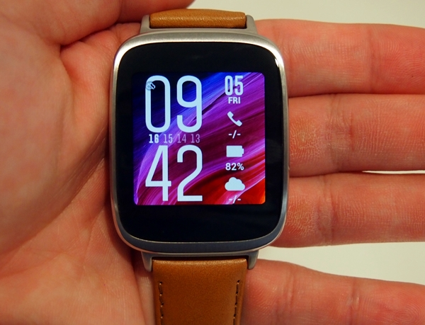 The display of the ASUS Zen Watch is top-notch. Also notice that it has a hint of the Zen UI interface from its smartphones.