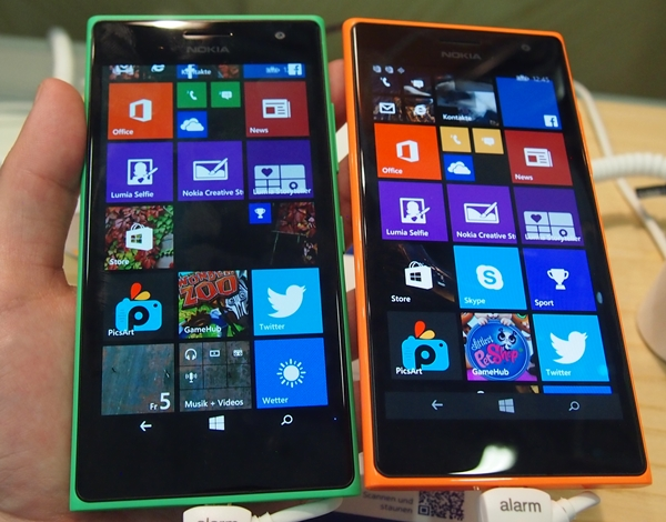 As usual, the Lumia 730 is clad in a variety of colors. Seen here are the green and orange models.