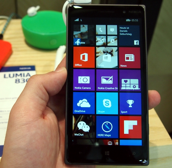 The Lumia 830 sports a 5-inch 720p IPS display with good viewing angles.