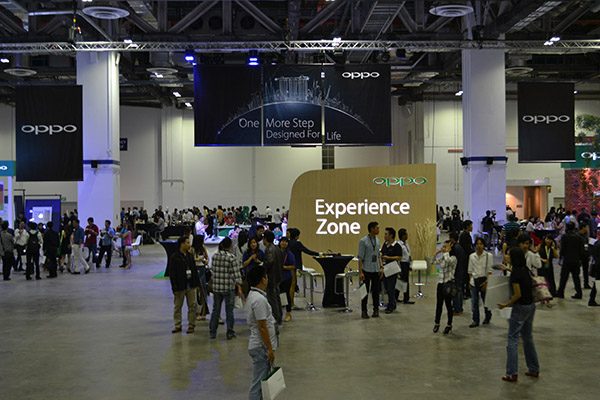 Half of the event venue was dedicated to the Experience Zone to let guests play around with the devices.