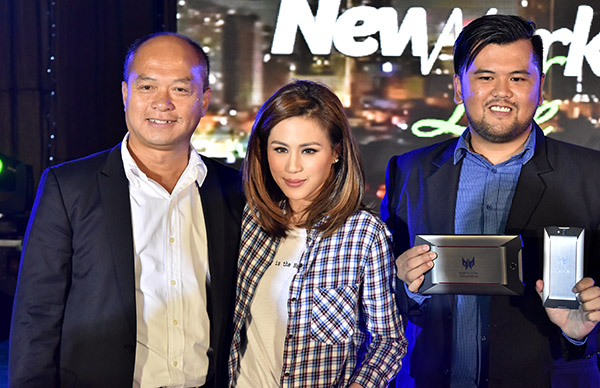 Acer Philippines brand ambassadress Toni Gonzaga (center) took over the hosting duties later on in the event to showcase the Predator 8 and Predator 6 models (displayed to the right).