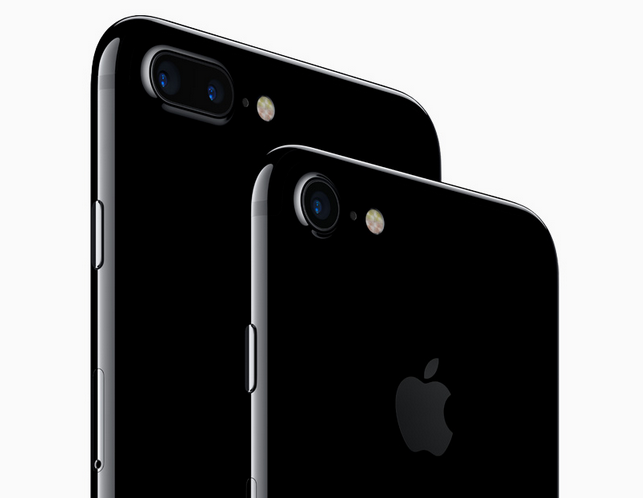 See the difference? While both models have the same 12-megapixel camera, the iPhone 7 Plus adds a telephoto camera to its schema.