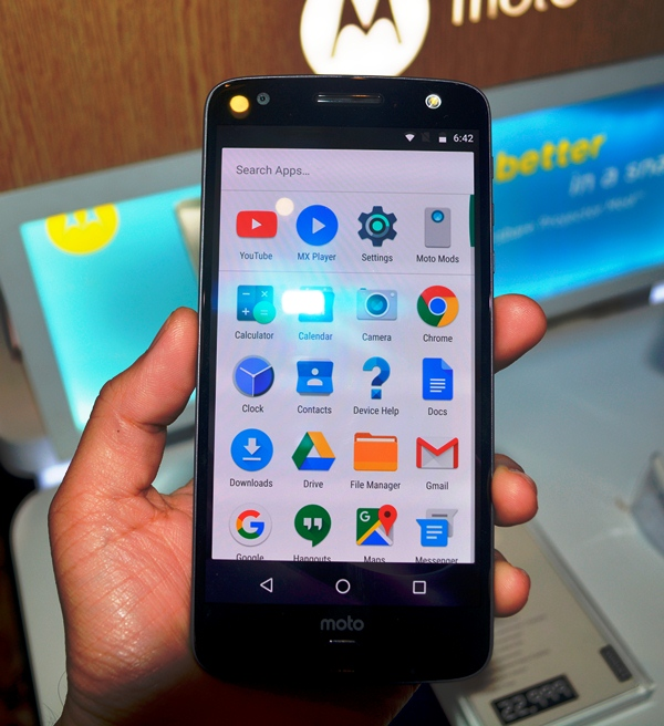 The Moto Z features a high-resolution QHD 5.5-inch AMOLED display.