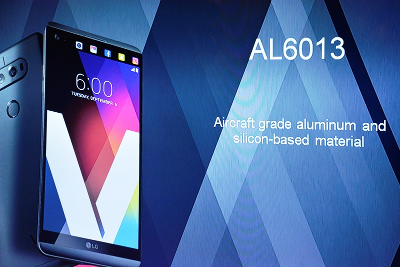 The LG V20 is clad in a premium body, consisting of aluminum and silicon-based material.