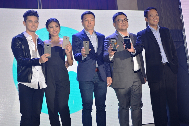 From left to right: James Reid; Nadine Lustre; Danny Li, Director of Lenovo Mobile Business Group (MBG) Sales AP – SEA; Dino Romano, Country Manager, Lenovo Mobile Business Group Philippines (MBG); and Vincent dela Cruz, Marketing Manager, Lenovo Mobile Business Group.