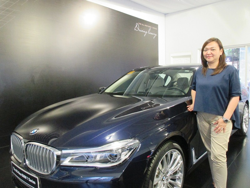 ACC President Maricar Cristobal-Parco beside BMW's hero product this year, the All-New 7 Series, which comes in two variants: 740Li and 750Li.