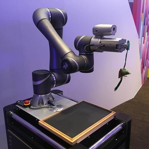 acer, adata, artificial intelligence, asus, asuspro b9440, augmented reality, computex 2017, d&i awards, internet-of-things, maximus ix extreme, predator, rog gr8 ii, ux370, ux490, vivo aio v241, z301ct, zenbo, zenbook 3 deluxe, zenbook 3 flip, zenscreen