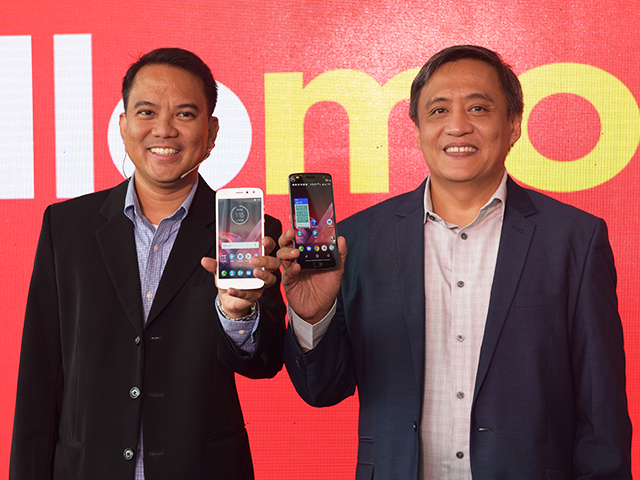 Lenovo Mobile Business Group & Motorola Mobility Philippines Country Manager John Rojo (right) and Lenovo Mobile Business Group & Motorola Mobility Philippines Marketing Manager Vince de la Cruz (left).