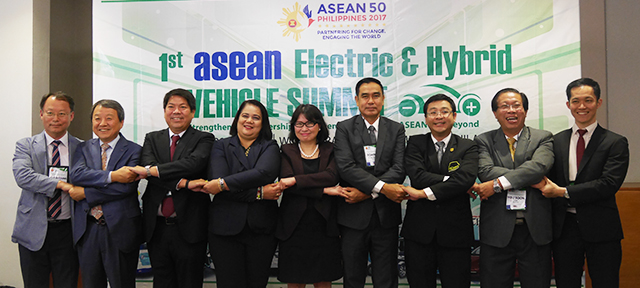 1st asean electric and hybrid vehicles summit, 1st asean ev and hybrid summit, campi, chamber of automotive manufacturers of the philippines, lexus nx300h, mitsubishi i-miev, mitsubishi outlandr phev, nissan leaf, nissan note, toyota priusphv