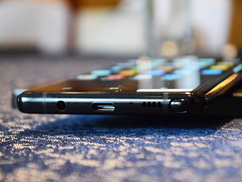 The bottom part of the Note8 has its 3.5mm earphone jack, USB Type-C port, and the S-pen insert.